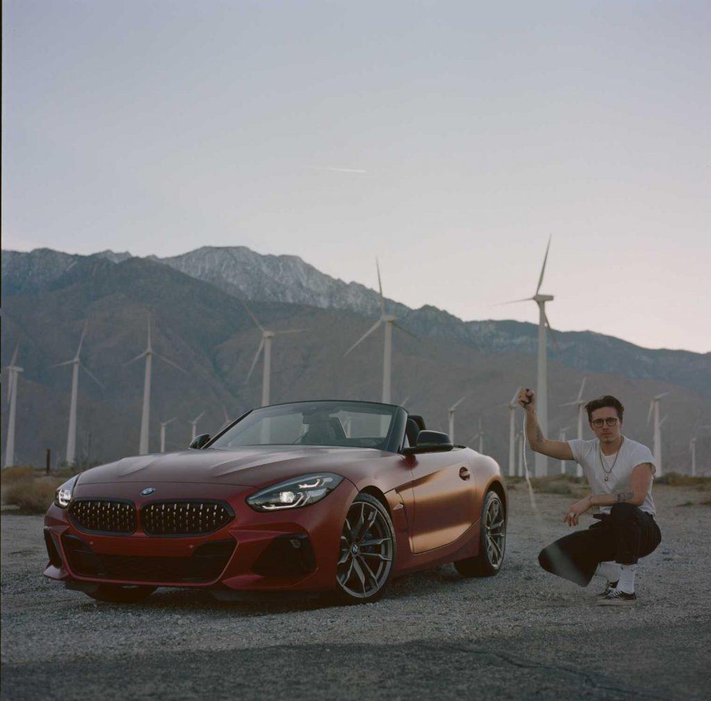 """""""Ponętne i drapieżne"""": Brooklyn Beckham portretuje nowe BMW Z4"""