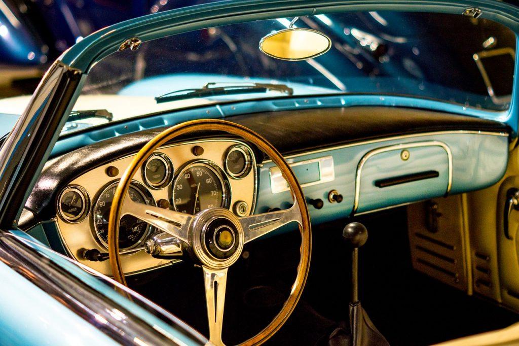Gadżety dla kierowców do samochodu – sposoby na udane prezenty